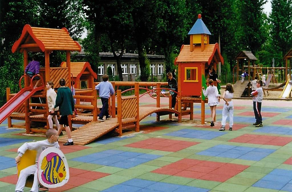 Wykładzina gumowa na placu zabaw